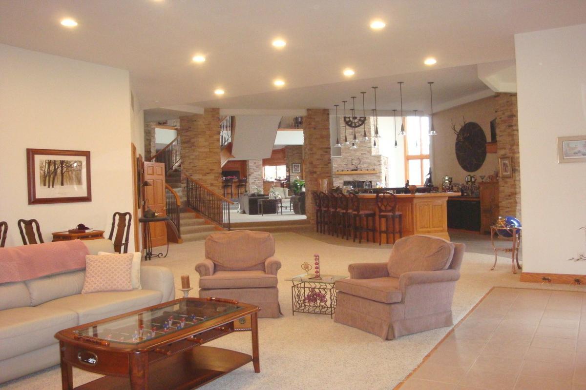 Luxury homes 713 N 1800 East Road Milford, IL 60953