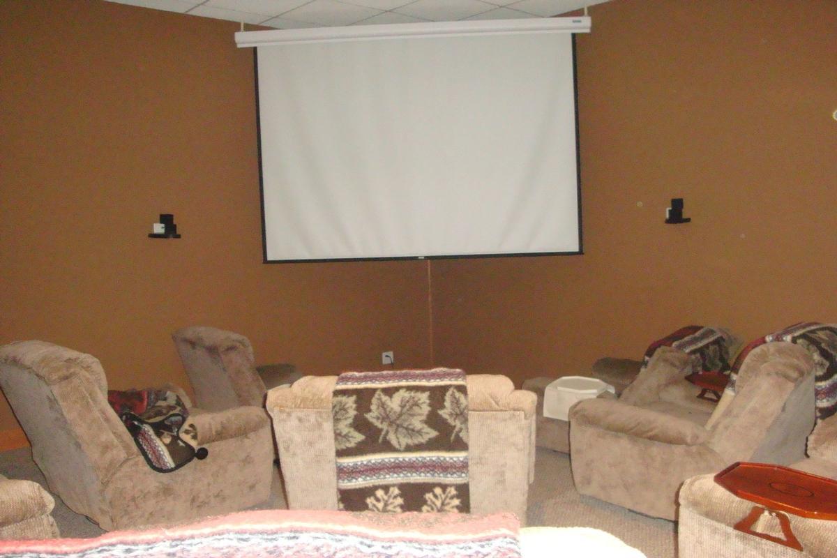 Luxury real estate 713 N 1800 East Road Milford, IL 60953