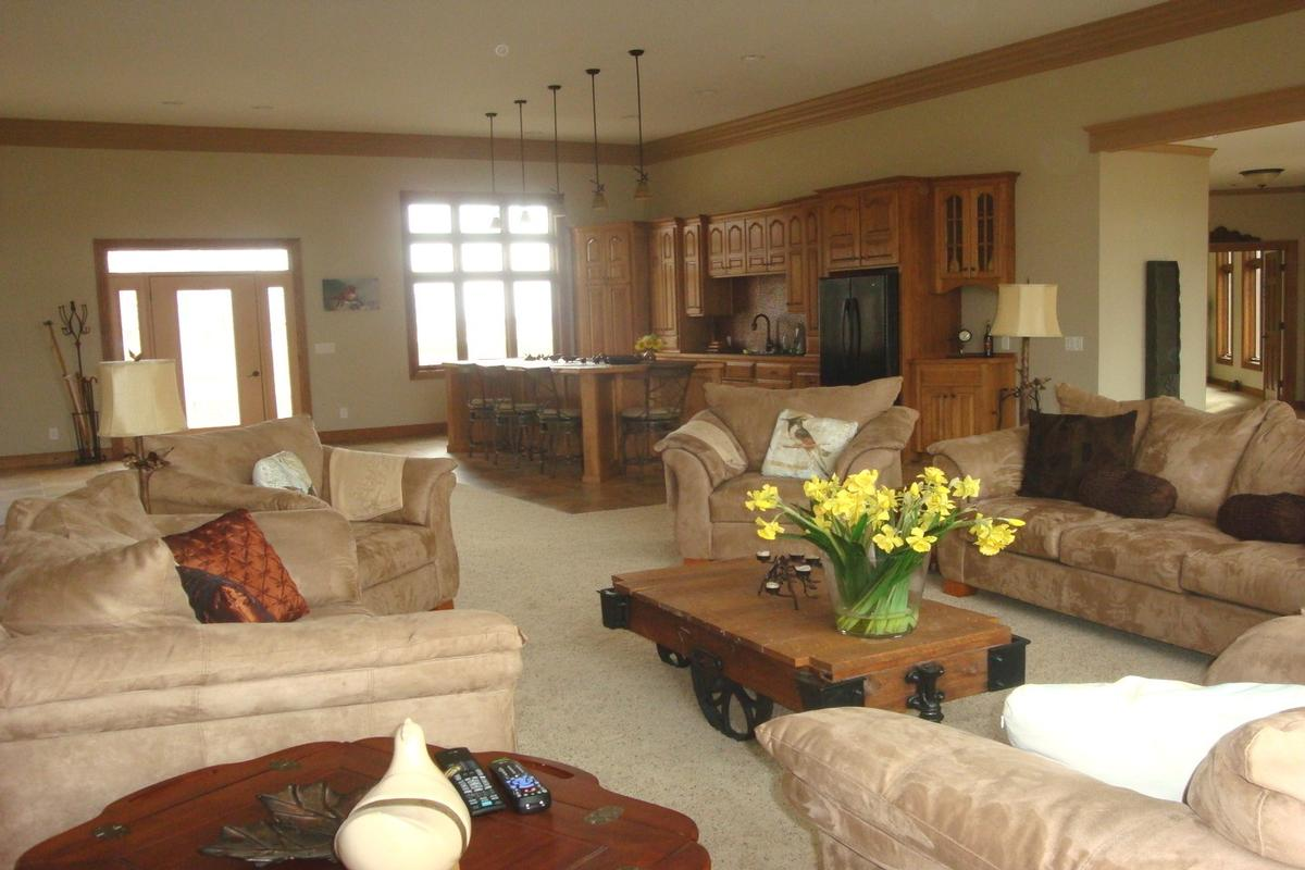 713 N 1800 East Road Milford, IL 60953 luxury properties