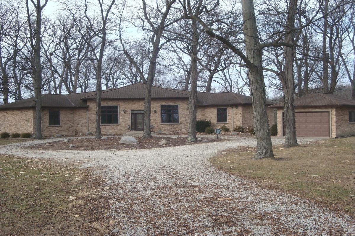 Luxury homes in 713 N 1800 East Road Milford, IL 60953