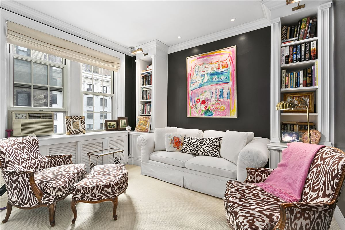 charming classic New York two bedroom luxury homes