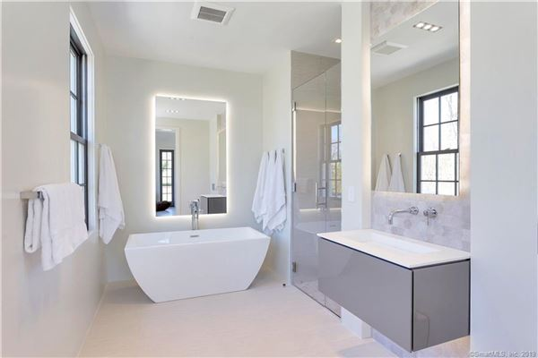 Luxury homes new home in Belle Haven with water views