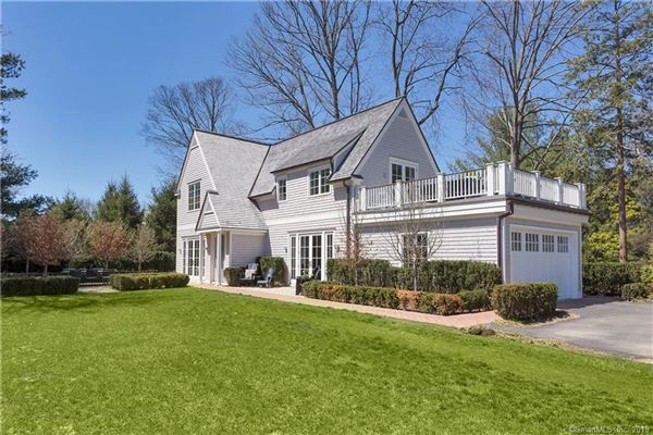 Luxury real estate new home in Belle Haven with water views
