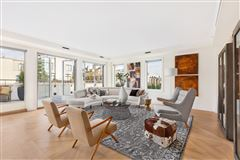 Mansions spectacular penthouse in upper west side landmark