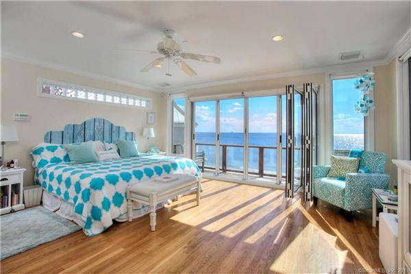 Mansions in special celebrity-owned beach home