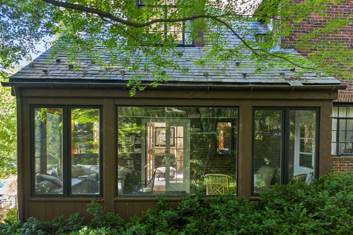 Luxury homes a special enclave on the banks of Hudson