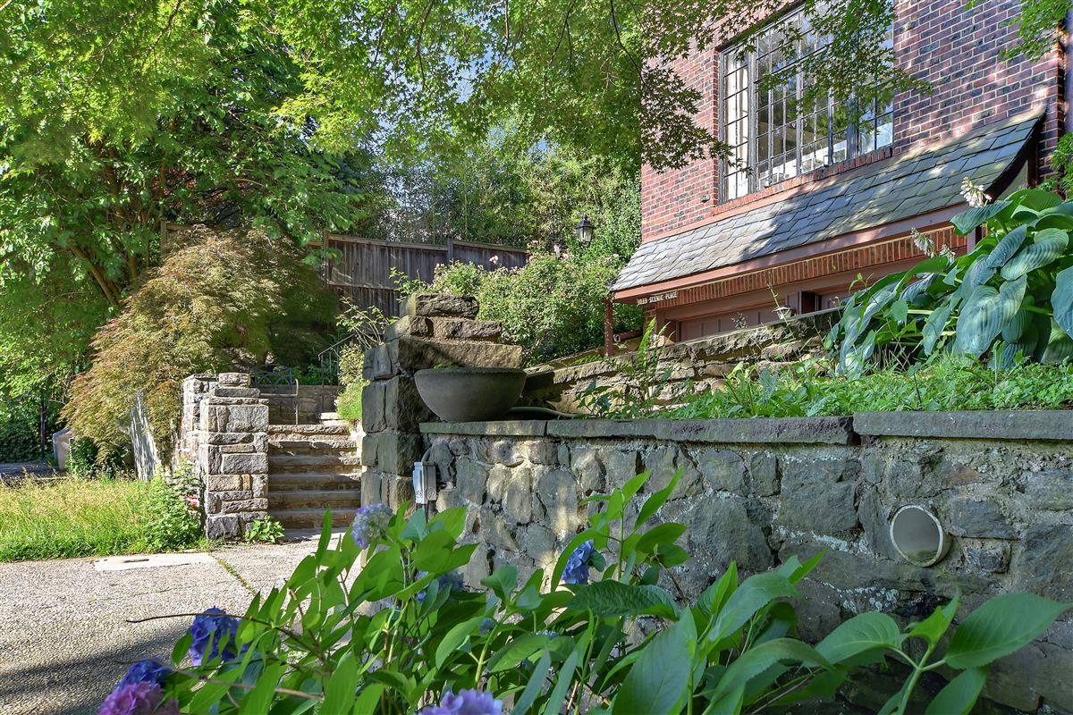 a special enclave on the banks of Hudson luxury homes