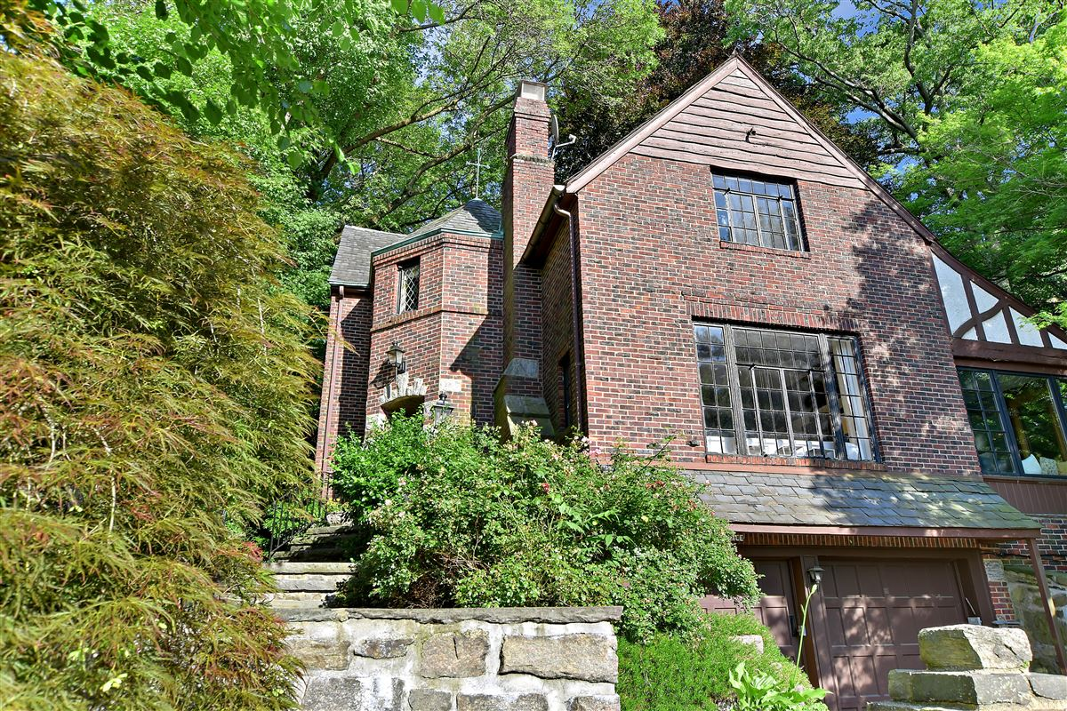 Luxury real estate a special enclave on the banks of Hudson