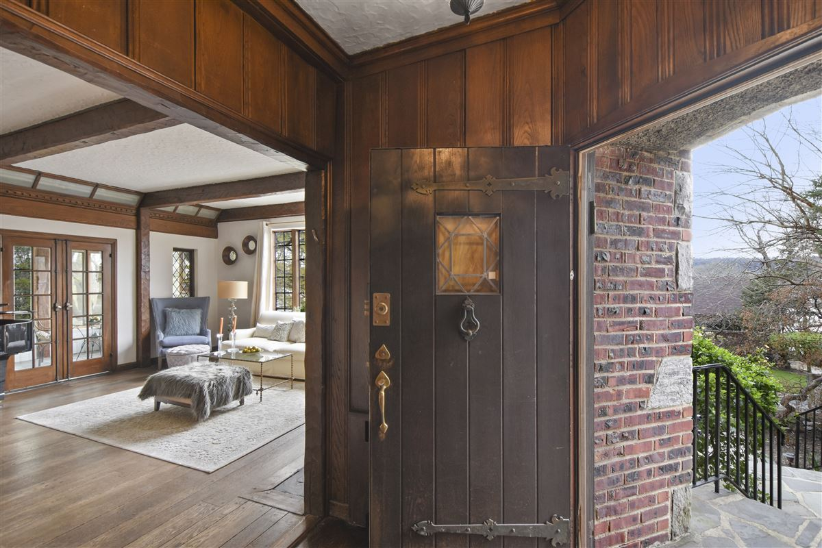 Luxury properties a special enclave on the banks of Hudson