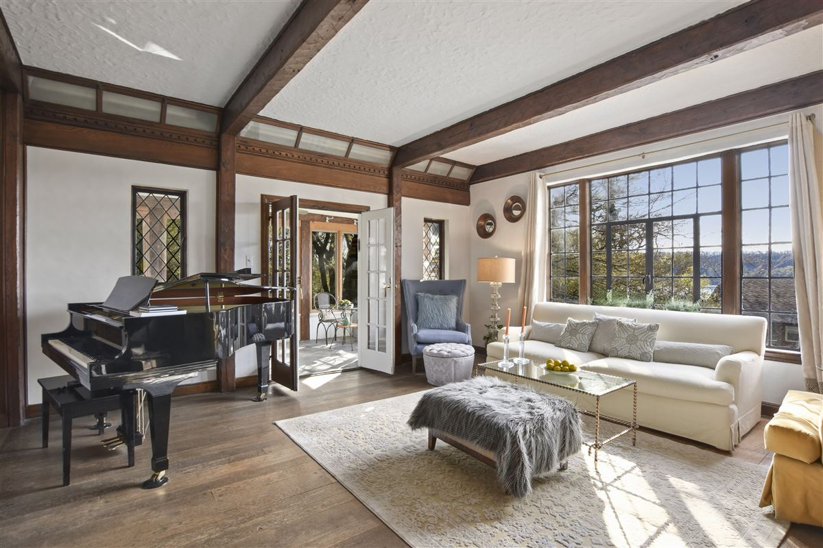 a special enclave on the banks of Hudson luxury properties