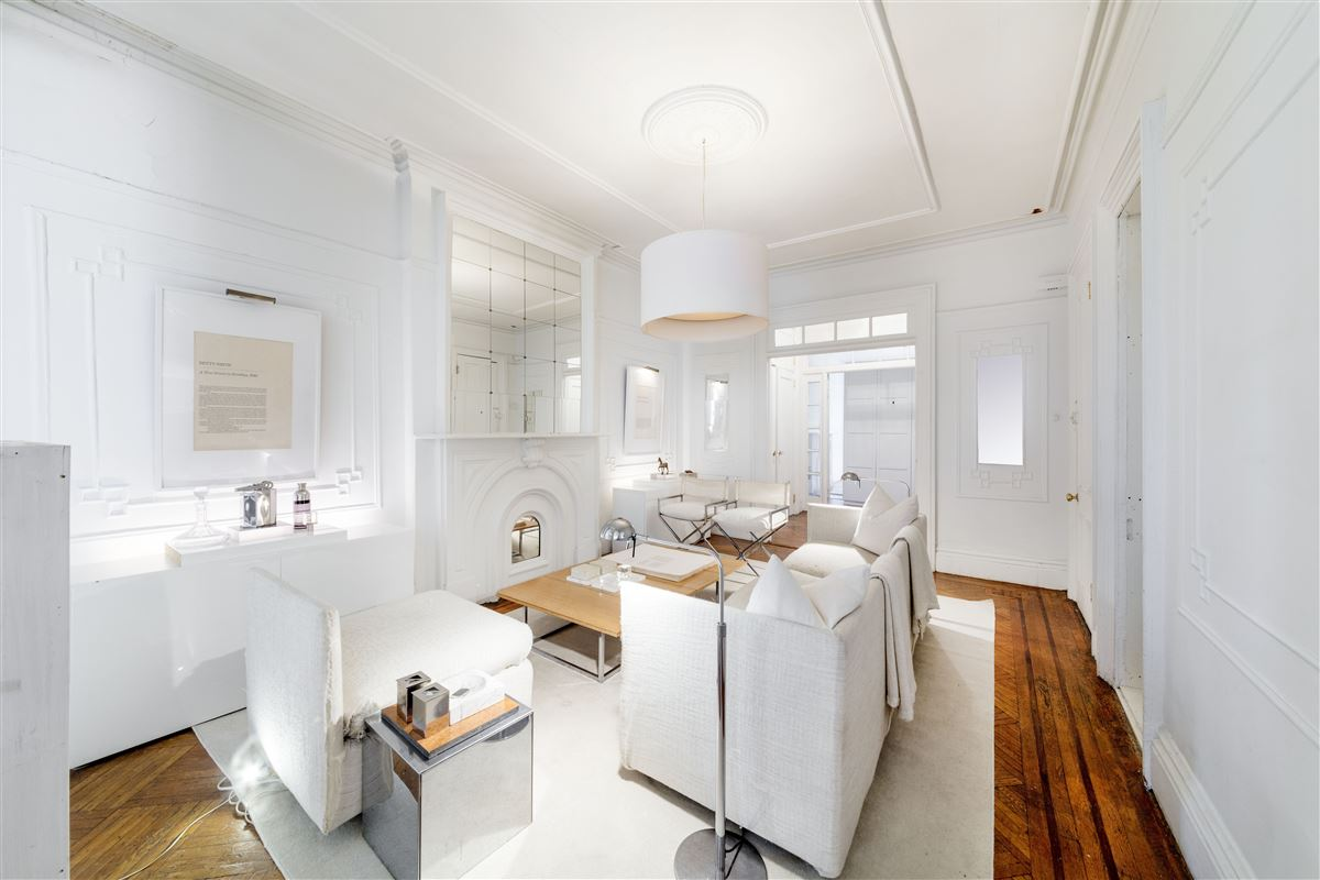 amazing and versatile brownstone in Central Historic Cobble Hill luxury real estate