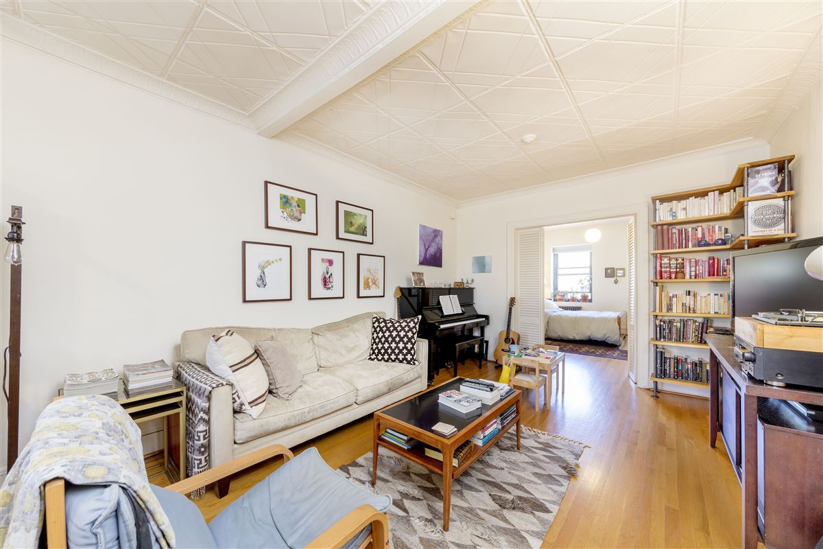 amazing and versatile brownstone in Central Historic Cobble Hill luxury properties