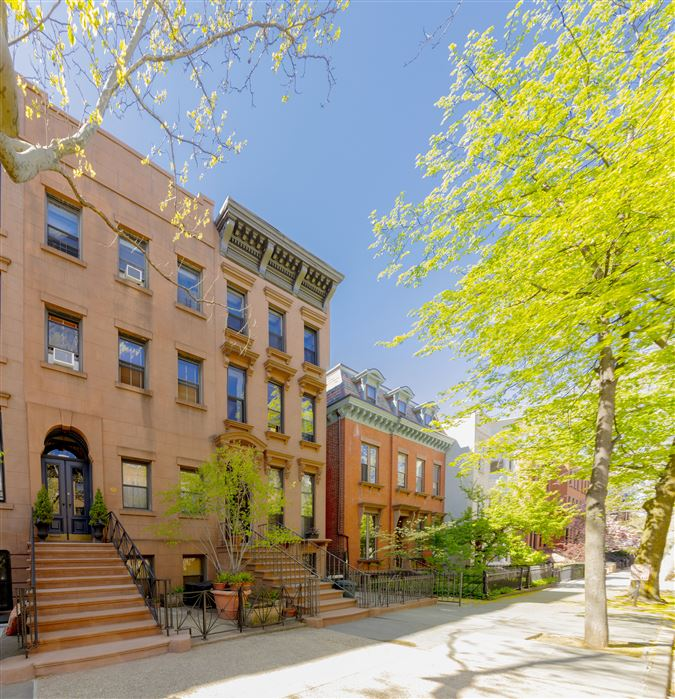 amazing and versatile brownstone in Central Historic Cobble Hill luxury homes