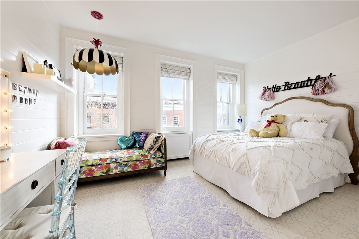 Luxury real estate Swank and gorgeous townhouse in the West Village