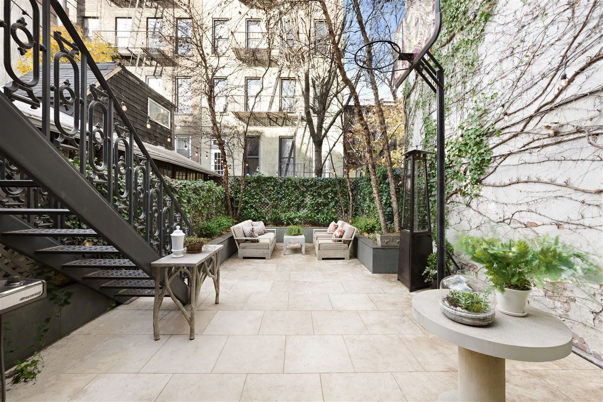 Swank and gorgeous townhouse in the West Village luxury properties