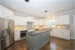 Mansions in a beautiful new home in Southbury