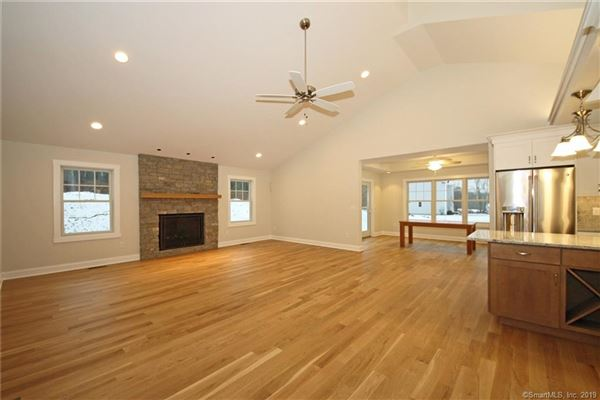 Luxury real estate a beautiful new home in Southbury