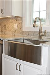 Luxury homes in a beautiful new home in Southbury