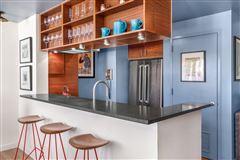 Luxury properties Open and bright high-floor two bedroom