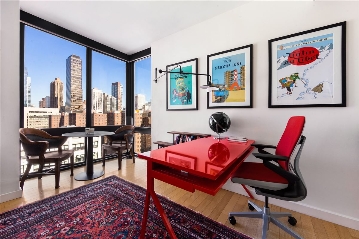 Luxury homes Open and bright high-floor two bedroom