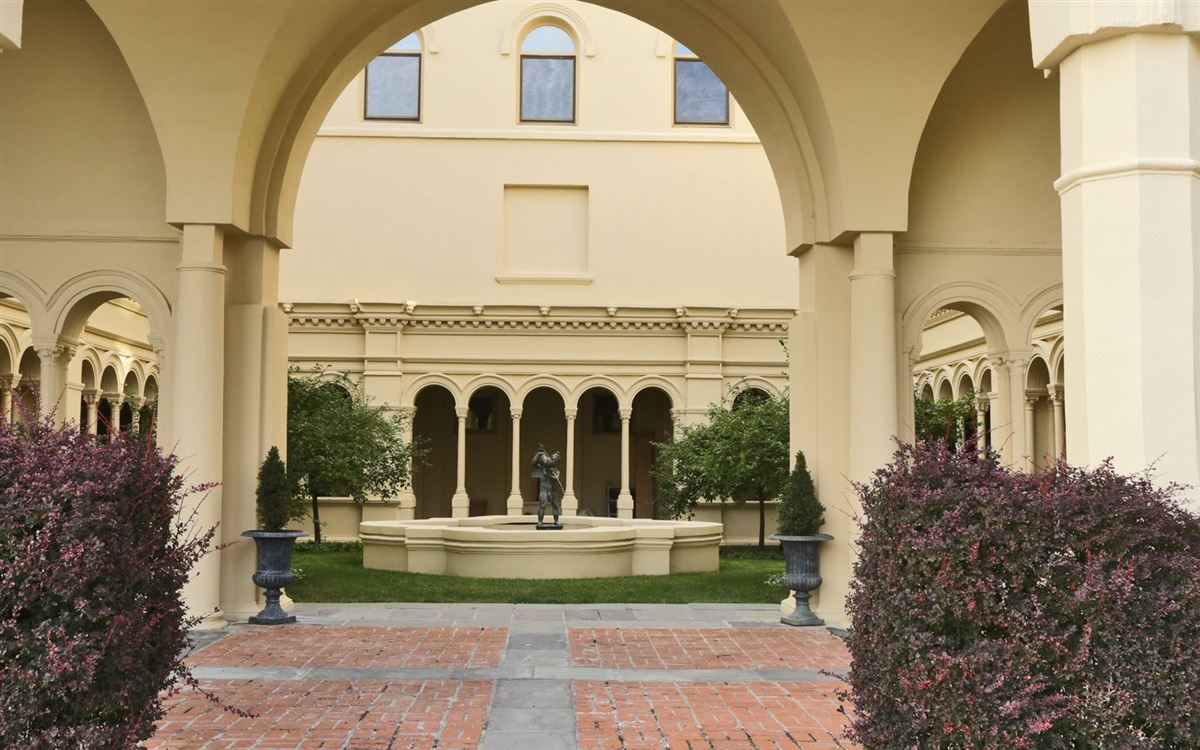 magnificent condominium in historic Dicks Castle luxury real estate