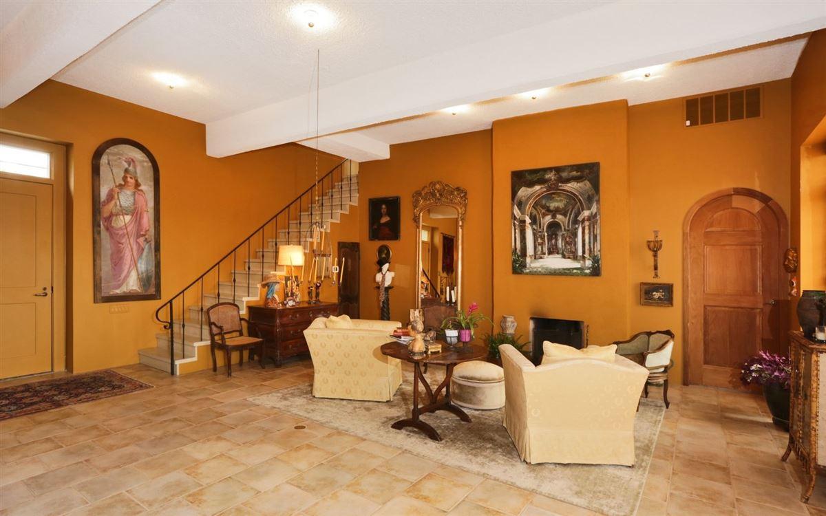 Luxury homes magnificent condominium in historic Dicks Castle