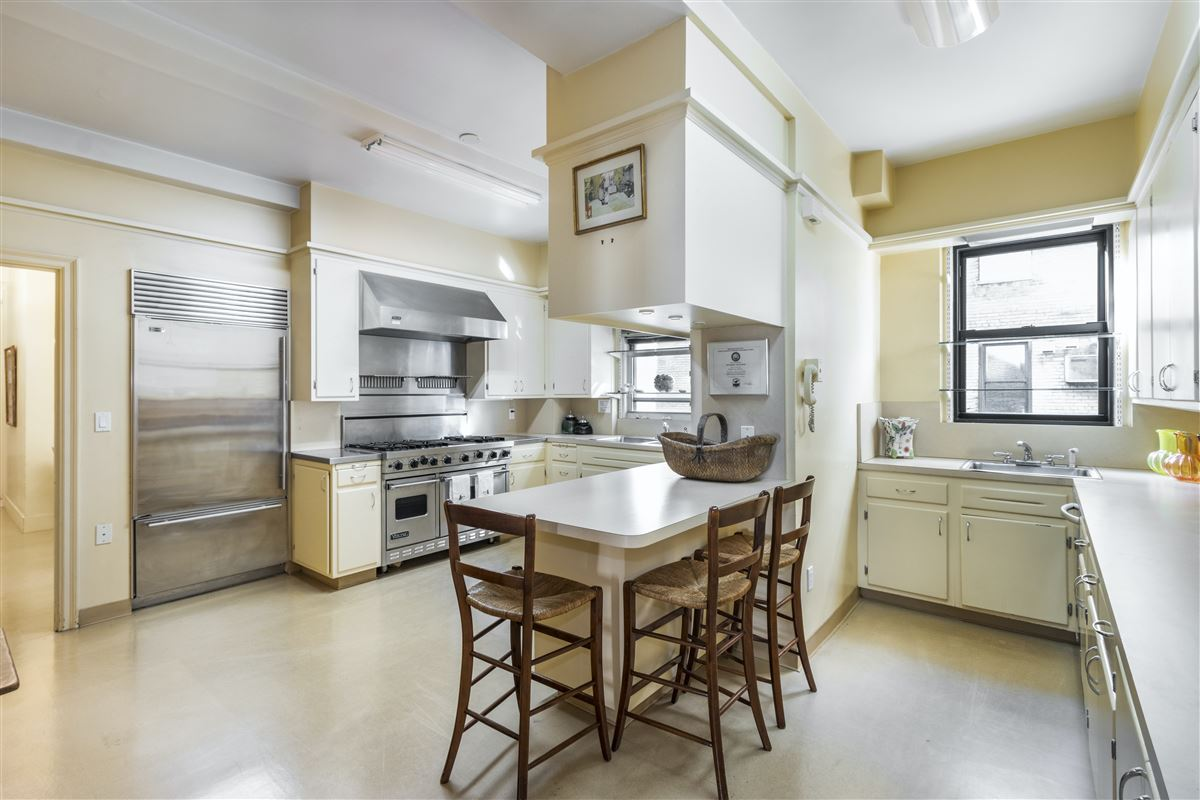 rare residence in sought-after building luxury real estate