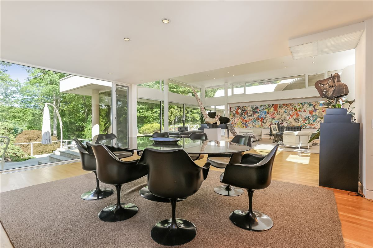 Luxury homes in A contemporary work of art