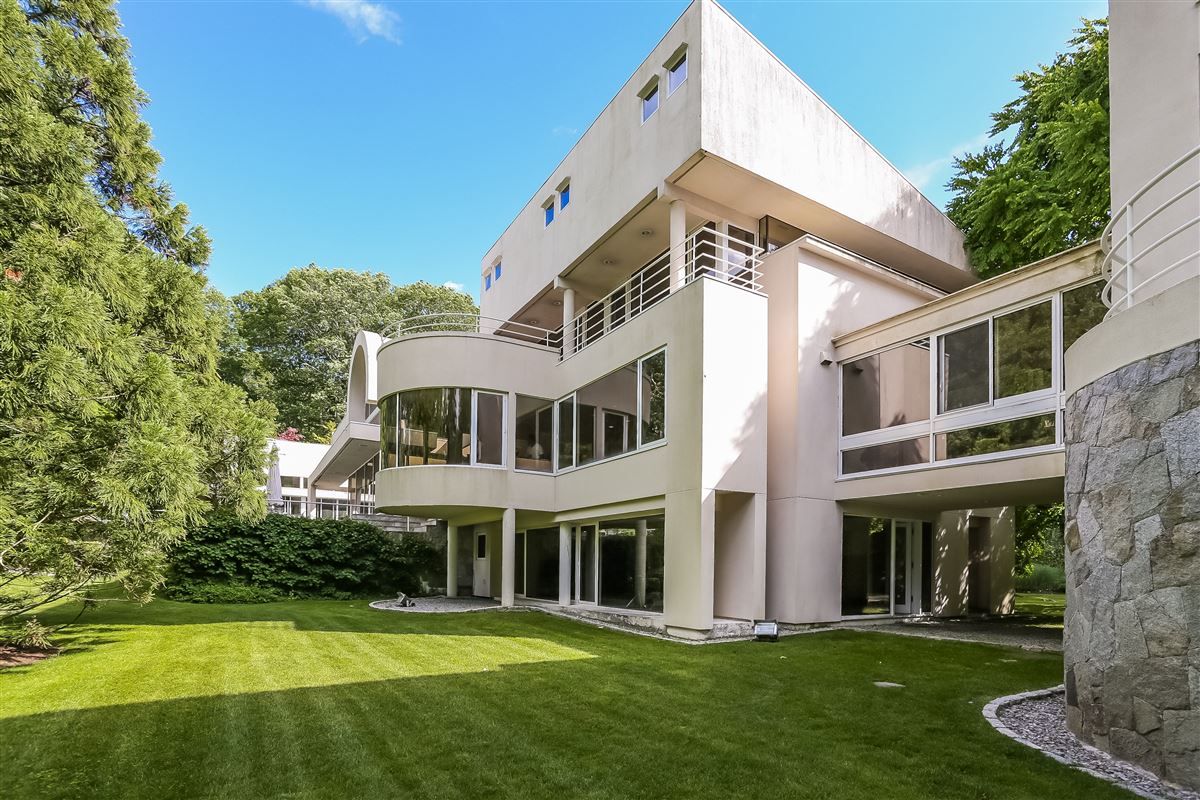 Mansions in A contemporary work of art