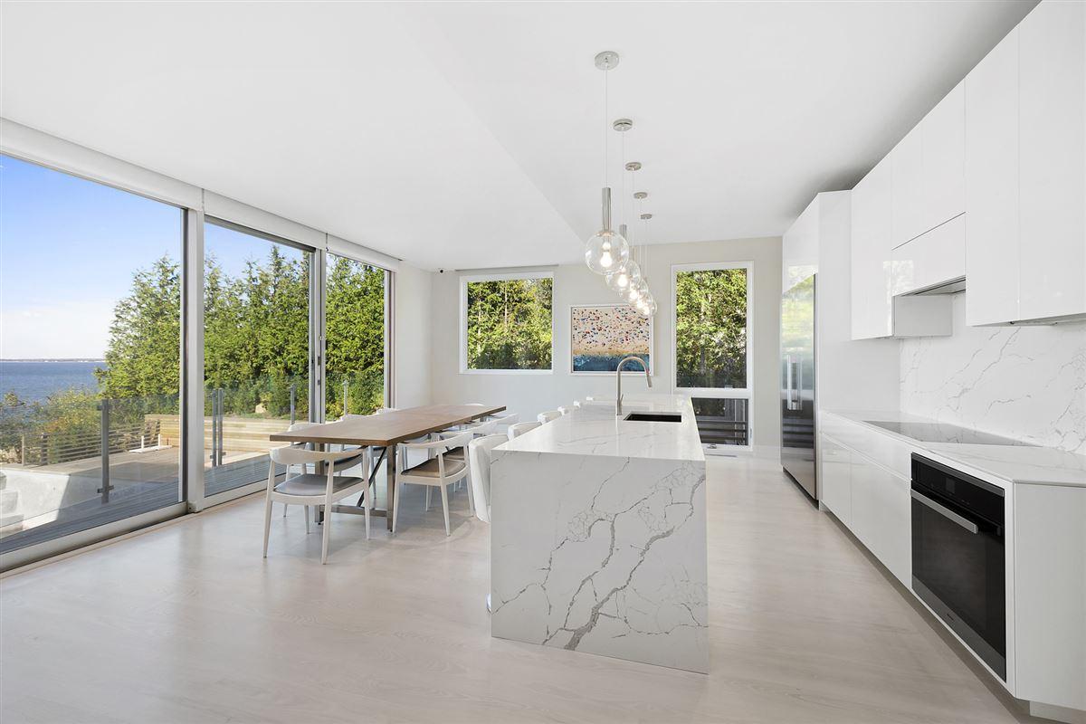 Ultra-modern home in East Hampton luxury homes