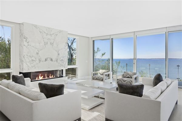 Ultra-modern home in East Hampton luxury real estate