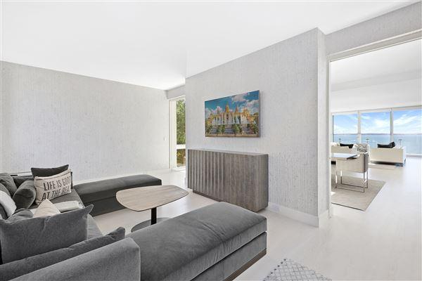 Luxury properties Ultra-modern home in East Hampton