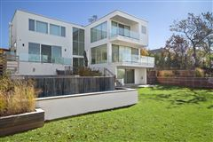 Mansions Ultra-modern home in East Hampton