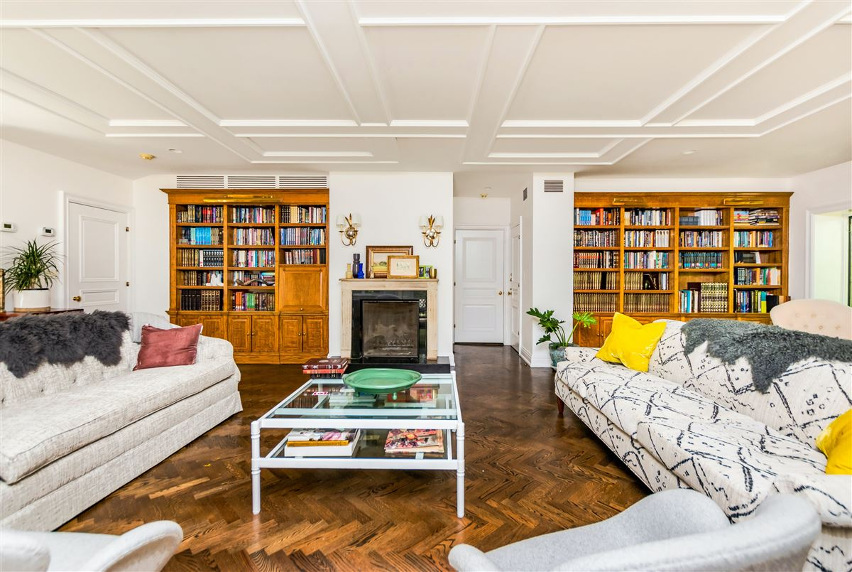 Mansions in beautiful home in exclusive Fieldston