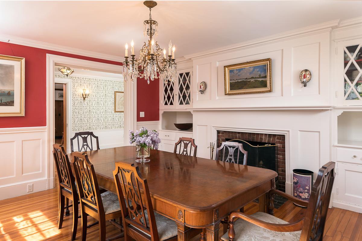Luxury homes gracious Hingham home
