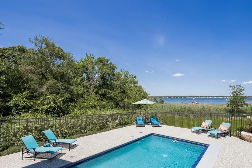 Direct waterfront in Marion mansions