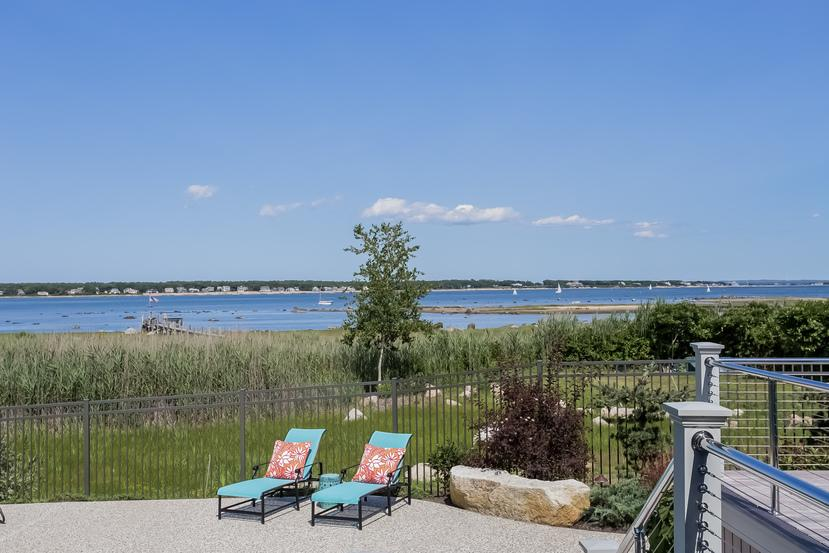 Luxury homes in Direct waterfront in Marion