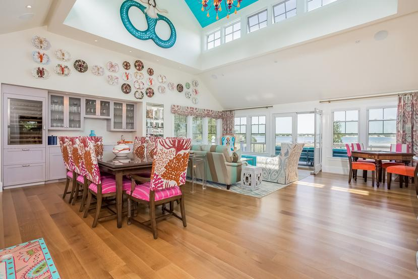 Luxury homes Direct waterfront in Marion
