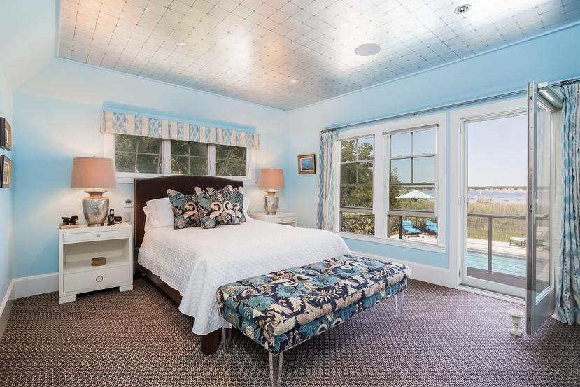 Luxury properties Direct waterfront in Marion