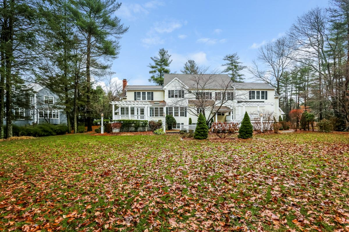 Welcome home to a beautiful colonial luxury properties