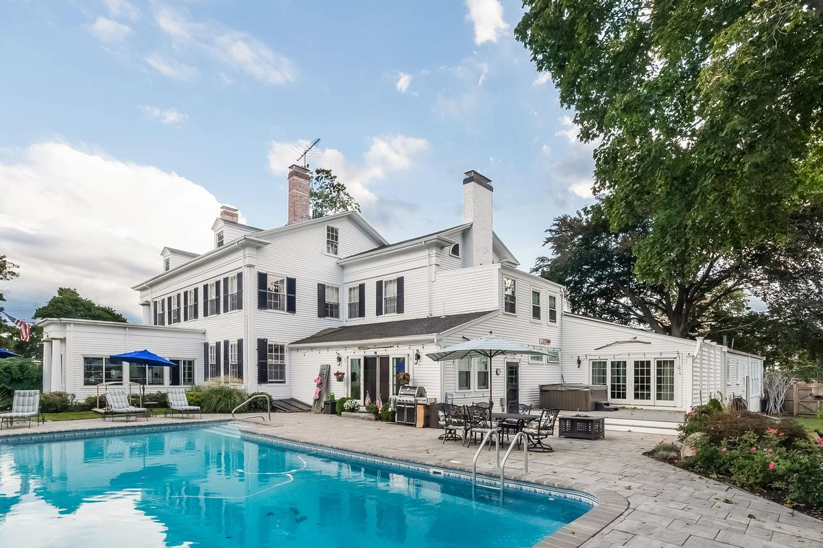 the Jechonias Thayer House luxury homes