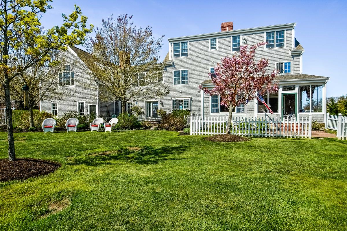 Custom Colonial with Water Views mansions