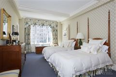 Mansions in Welcome to this classic 8 Park Avenue home