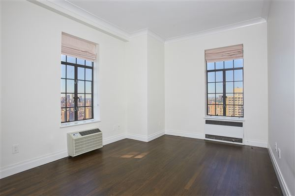 Luxury homes renovated mint condition apartment