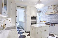 Luxury properties stunning high floor five-bedroom apartment