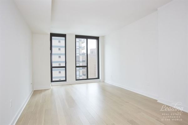 Luxury real estate lovely light-filled unit and northern city views