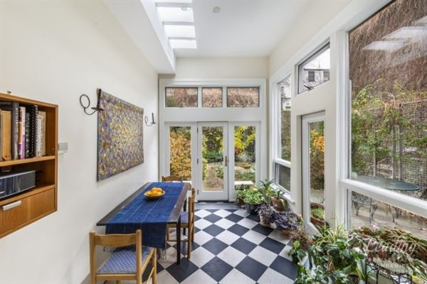 Luxury homes Wonderful Willowtown Townhouse