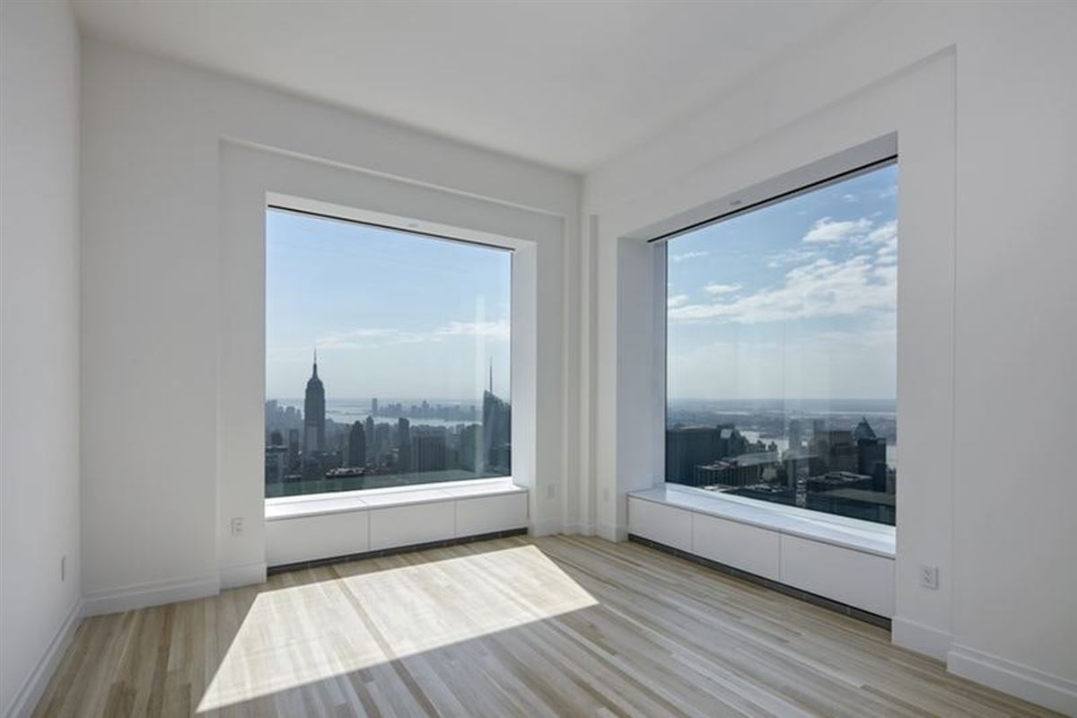 Luxury homes rent on the 71st floor at 432 Park Avenue