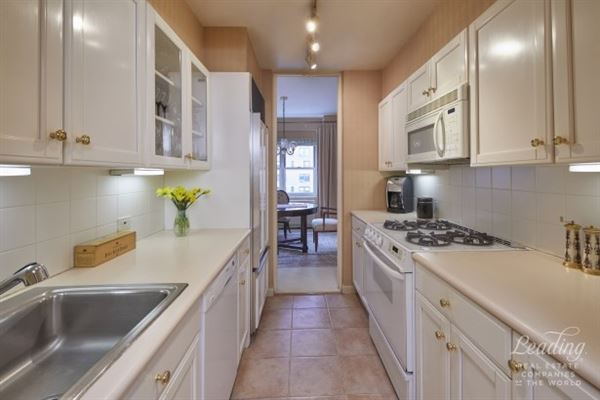 Luxury homes rarely available, high-floor two bedroom home