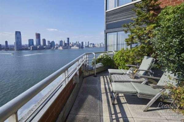 SPECTACULAR WATERFRONT DUPLEX PENTHOUSE